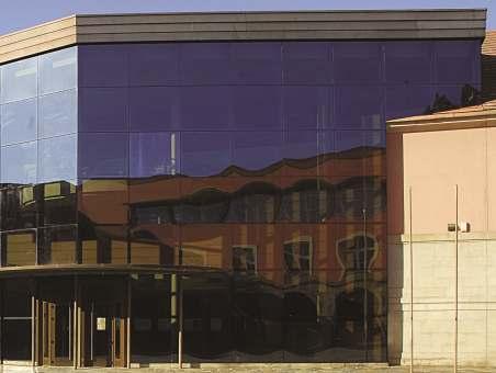 skleneny-budova